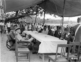 Photo: Rekapitulasi tentara Jepang kepada Sekutu di Kampili, Gowa, bulan Septeber 1945, setelah Jepang dinyatakan kalah dala Perang Dunia II. Lihat: https://nurkasim49.blogspot.co.id/2011/12/iv.html