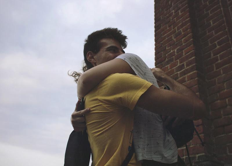 Hug Me Please! di Manuel Maccario