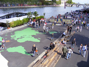 Photo: There's also a large world map right on the quay.