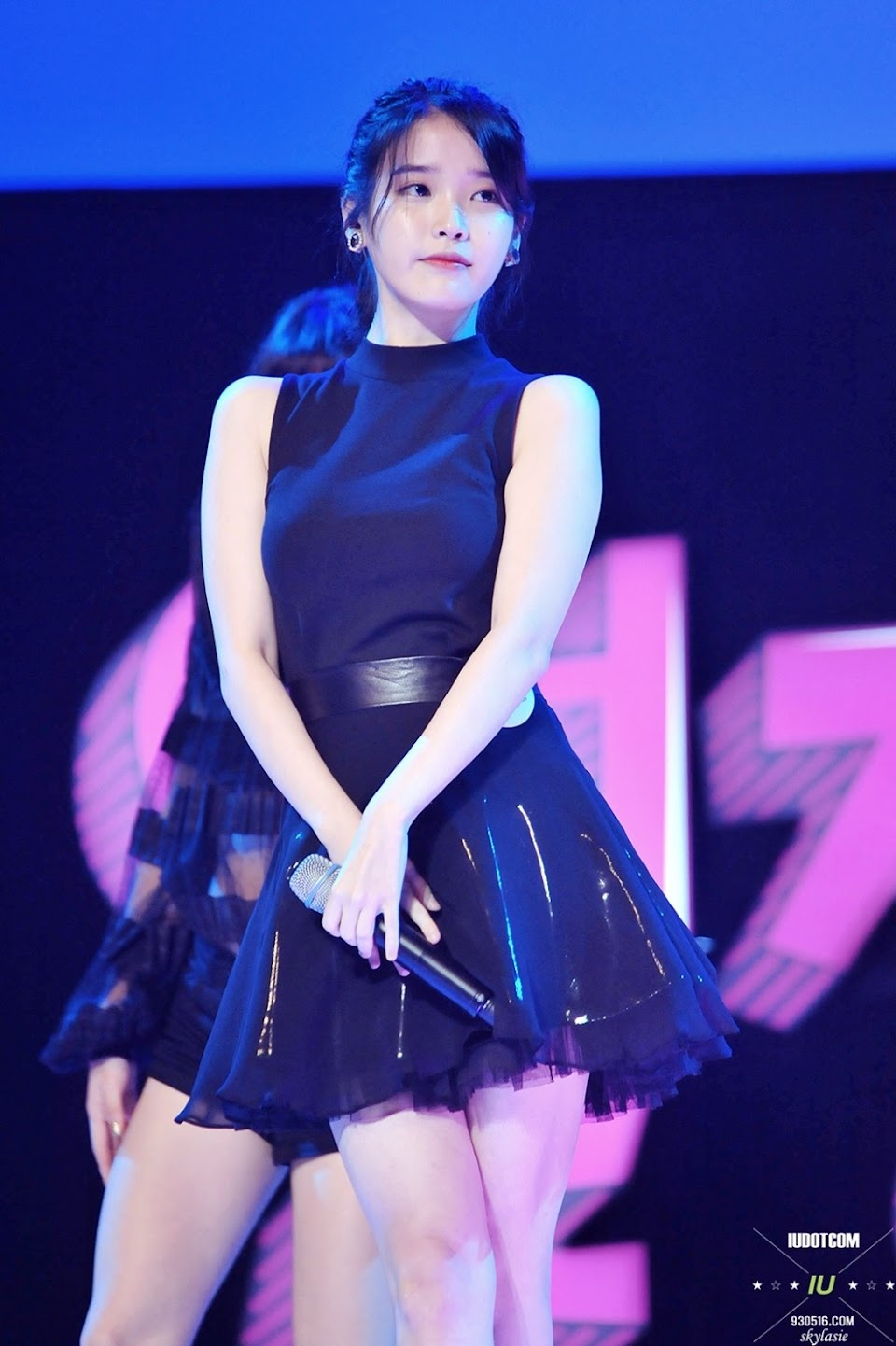 iu black dress 19