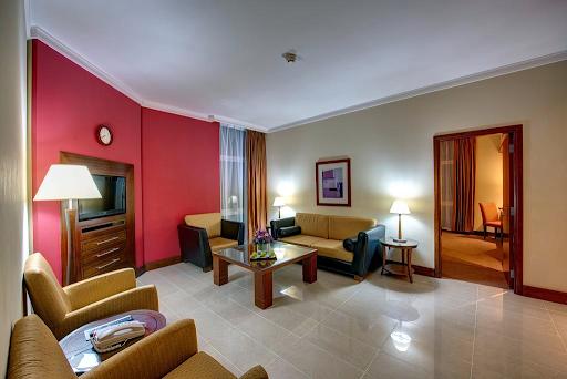 Al Muraqqabat Street Apartments