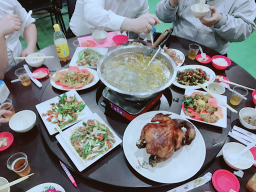 臉盆大的薑母鴨鍋 白飯吃到飽 熱炒好吃~大推