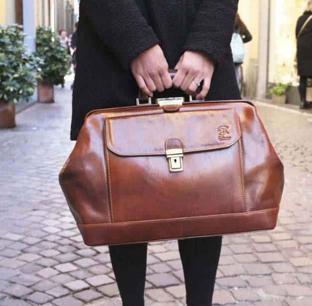 types-of-handbags-for-women_doctors_bag