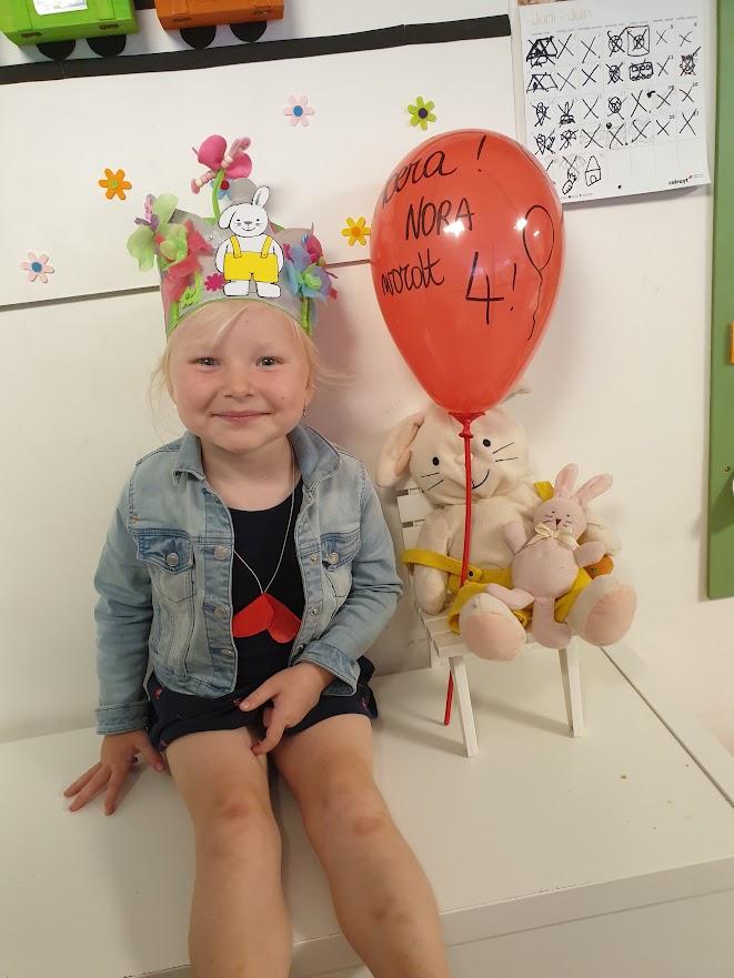 Nora wordt vier
