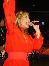 """Photo: Rosana cantando """"como uma deusa você me mantém..."""""""