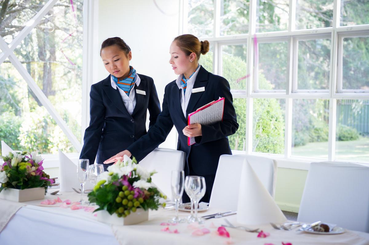 pentingnya komunikasi dalam hospitality
