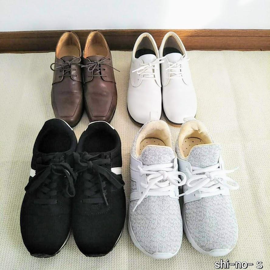 紐靴が2足、スニーカーが2足