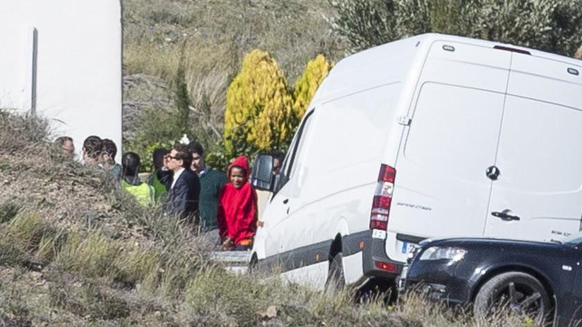 Ana Julia Quezada, el lunes en Rodalquilar durante el registro de la finca donde se encontró el cuerpo de Gabriel.