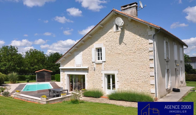 Maison avec piscine et terrasse Bors de montmoreau