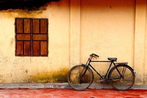عکس از دوچرخه و پنجره