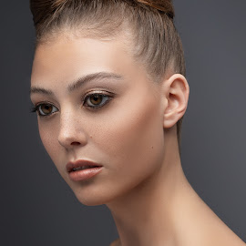 Lexi Beauty by Sean Malley - People Fashion ( makeup, lips, pretty, woman, beauty, skincare, headshot, skin, model, girl, eyes, fashion )
