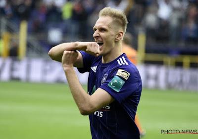 Teodorczyk kopt sterkste Anderlecht van het seizoen weer helemaal in de titelrace (met hulp van de videoref)