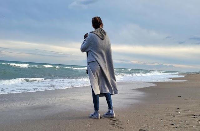 Imagen compartida por Sara Carbonero en Instagram en la que se le ve en una playa almeriense.