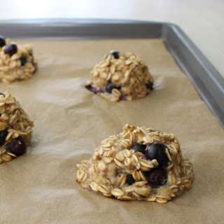 5-Ingredient, 100-Calorie Blueberry Breakfast Cookies