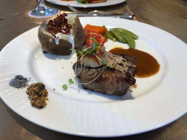 漢來大飯店 45樓 牛排館餐廳 漢神百貨/小資輕鬆點/午間套餐/好吃的沙朗牛排/自助沙拉吧/菜單/干貝/油封鴨肝酥