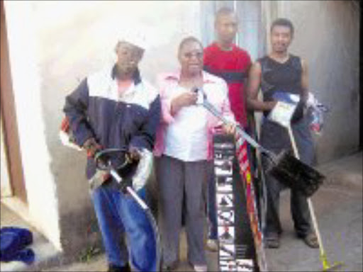 WORKING TOGETHER: Mama Angel has donated equipment to Vuka Community Environmental Project. From left, Philani Shabalala, Zodwa Mathonsi, Bonginkosi Xaba and Smile Dlamini display the gifts. Pic. Mhlaba Memela. 16/04/08. © Sowetan.