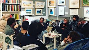 Reunión del club de lectura de la librería de Pujaire.