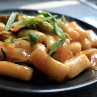 Dukbokki, spicy Korean rice cake dish.
