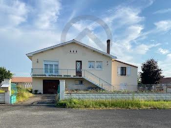 maison à Saint-Angeau (16)