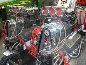 Photo: Vooraanzicht Van de motoren.