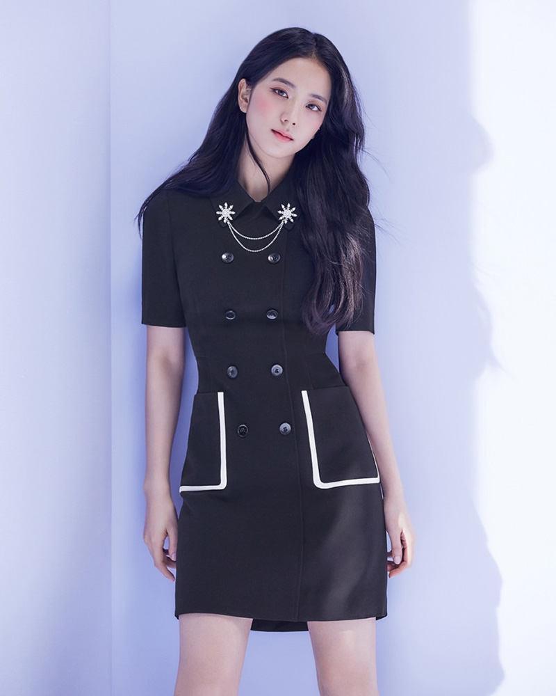 Jisoo-Black-Collared-Double-Breasted-Dress-6