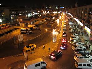 Photo: otogar 1. premier contact avec istambul une place des centaines de bus une activité frenetique beaucoup de cri pour annoncer les destinations et notre premier kebbab!