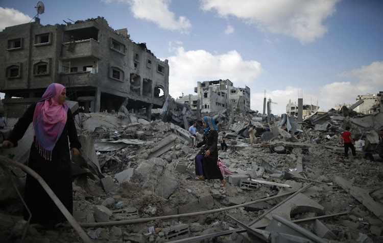 Palestinians inspect the rubble of destroyed houses in the Shejaia neighbourhood, which witnesses said was heavily hit by Israeli shelling and air strikes during an Israeli offensive, in Gaza City. File Picture: REUTERS