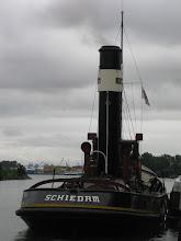 Photo: Aan de overkant voor de wal, klaar om naar Amsterdam te vertrekken