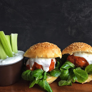 Buffalo Chicken Sliders with Gorgonzola – Greek Yogurt Sauce