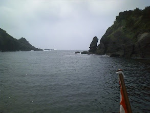 Photo: 入江の入口に洗岩があってちょっと怖い