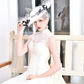 Bride(1) by 敬昕 涂 - Wedding Bride ( studio, bride, dress, 敬昕 涂, light, larissa, wedding, portrait, 涂敬昕 )