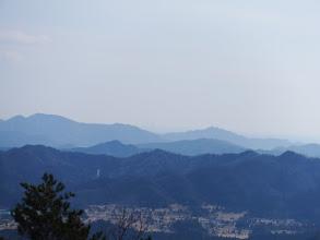 中央奥に微かに名古屋のビル群