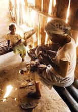 """Photo: Dona Lió, a mãe da região, responsável pelo nascimento e """"benzimento"""" de muitos kalungueiros do Vão dos Bois e Vão de Almas. A sociedade kalunga tem forte elemento matriarcal, onde o conhecimento e a experiência contam como diferencial para viver naquelas áreas."""