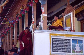 Photo: un important Lama y donne un enseignement