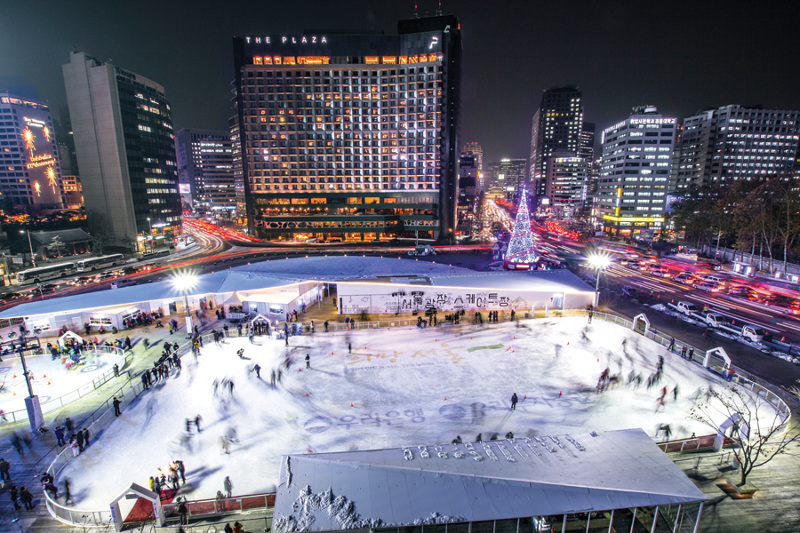 seoul plaza ice rink skating curling lessons children coffee shop VR