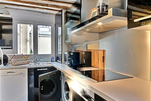Expensive kitchen in 2 bedroom Apartment Near Place Vendome