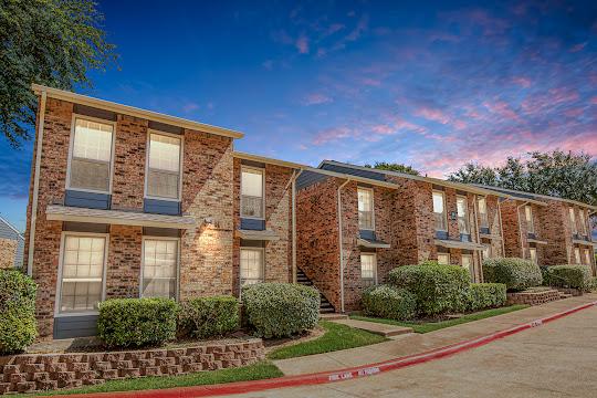 Oak Tree Condominium Apartments exterior of the apartment buildings
