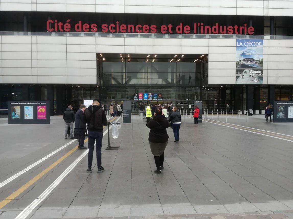 Arrivé à la Cité des Sciences et de l'Industrie lieu du forum. Paris