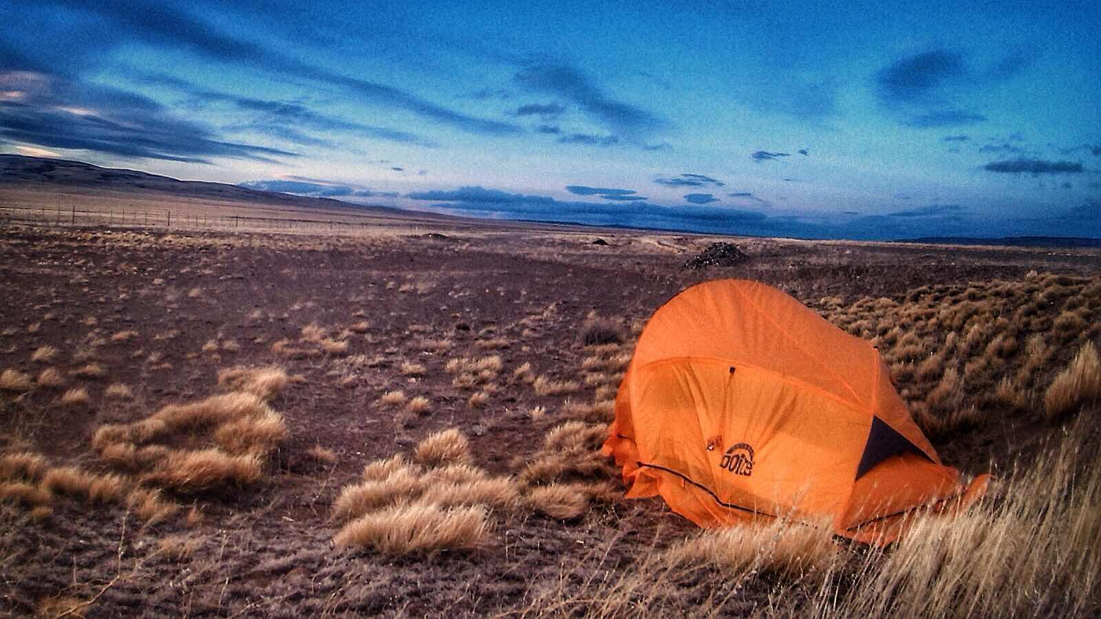 Acampando en las pampas de Patagonia Argentina