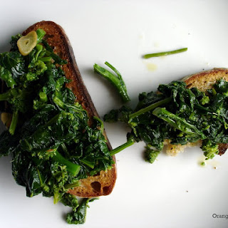 Broccoli Rabe Toasts with Olive Oil, Garlic, and Red Pepper