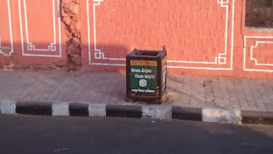 Photo: use me, please, please, please and do not throw all waste on the street, my dear indians