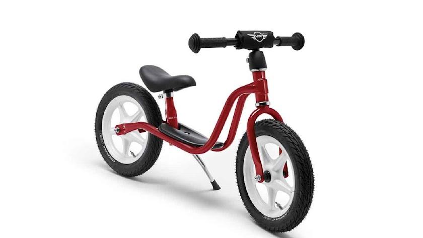 Una mini bicicleta MINI, perteneciente a la colección Lifestyle