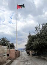 Photo: Jordanian lippu, joka oli pieneen kaupunkiin todella iso - luultavasti näkyäkseen myös Israeliin lahden toiselle puolelle