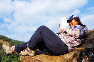Photo: 這個人會不會太誇張了?躺在天然躺椅上打卡
