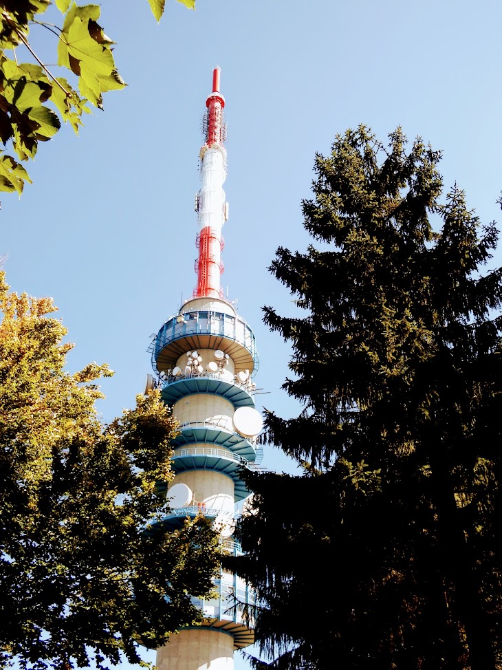 Kékes - TV-URH rádió és televízió gerincadó állomás