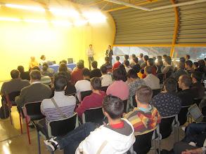 """Photo: Sala sobre """"Las PYMES del SwL en España"""" también a rebosar. En la foto David Zafra (Grupo Abanq G2) presentando, un nuevo amigo de la comunidad, sufrido compañero de la organización."""