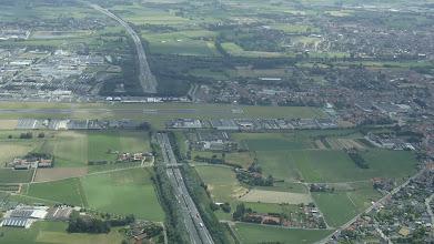 Photo: Dálnice pod letištěm? Žádný problém