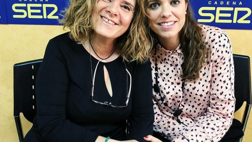 Entrevista en los estudios de SER Almería, de la mano de Alejandra Abad (a la derecha).