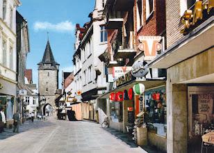 Photo: 1970 - Neumärker Straße die Einkaufstraße mit blick auf der  Hausmannsturm