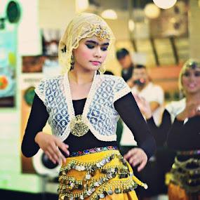 Bole Chudiyan, Bole Kangna! #bollywood #dancer #festivalkerjakahwin #kerjakahwin #wangsawalk #webstagram  #instagrammers #statigram #kl #instacanvas by Zul Izreka - Instagram & Mobile Instagram